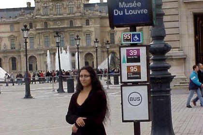 La Monnalisa che aspetta i turisti al Museo del Louvre a Parigi